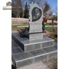 Памятник из цветного гранита 00007 — ritualum.ru